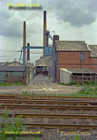 Lumb's Glass Works, Wagon Turntable, Castleford, August 1980